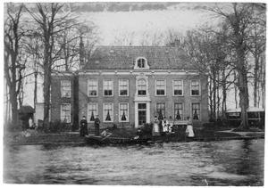 Gezicht over de Oude Rijn te Alphen aan den Rijn op het Huis Grijpestein