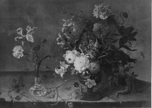 Bloemstilleven op een stenen tafel