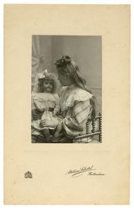 Portret van Catharina van der Hoeven (1896- )