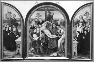 De H. Petrus met stichters (links), de kruisafneming (midden), de H. Agatha met stichtsters (rechts) (op de buitenluiken: engel met wapenschilden)