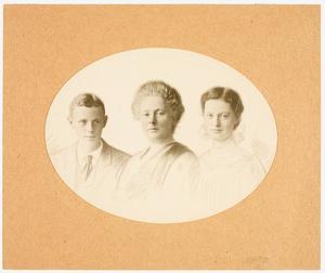 Portret van Henriette Engbertine Colenbrander (1866-1941), Jacoba Catharina van Sytzama (1899-...) en Johannes Galenus Willem Hendrik van Sytzama (1900-1945)