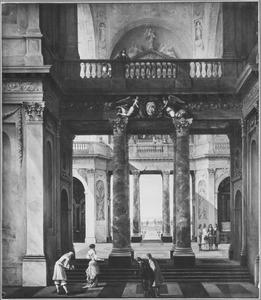 Gezicht in de hal van een barok paleis met doorzicht naar een tuin