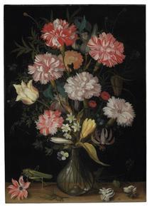 Anjers, tulpen en andere bloemen in een glazen vaas