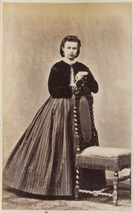 Portret van een vrouw, waarschijnlijk een dochter van Joachimus Lunsingh Tonckens (1817-1893) en Helena Aletta Koumans Smeding (1826-1910)