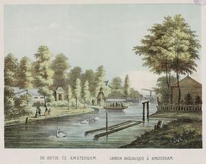 Gezicht op de diergaarde Natura Artis Magistra met veerpont, de Nieuwe Prinsengracht naar Plantage Middenlaan gezien.