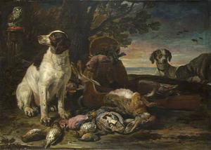 Drie honden bij een jachtbuit van haas en gevogelte in een landschap; links een uil