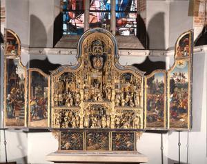 De geboorte van Maria, de opdracht van Maria in de tempel, het wonder van de bloeiende twijg (binnenzijde linkerluik); Het huwelijk van Maria en Jozef, de geboorte van Jezus, de besnijdenis, de aanbidding der Wijzen, de opdracht van Jezus in de tempel, de dood van Maria (middendeel); De begrafenis van Maria, de tenhemelopneming van Maria, de laatse begroeting van de engel en de palmtak (binnenzijde rechterluik); De Boom van Jesse (predella)