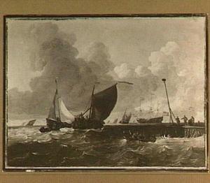 Hollandse driemasters varen uit; rechts een aanlegsteiger waar een klein schip geladen wordt