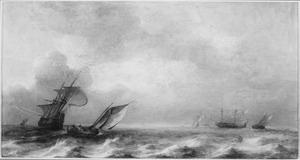 Schepen op zee bij een stevige bries