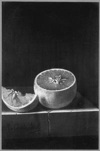 Doorgesneden sinaasappel op een stenen plint
