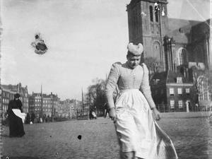 Dienstbode bij de Westermarkt te Amsterdam