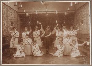 Groepsportret, waarschijnlijk met Catharina Martina Johanna Lanen (1908-...)
