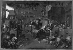 Alchemist met assistenten in een overvolle werkplaats