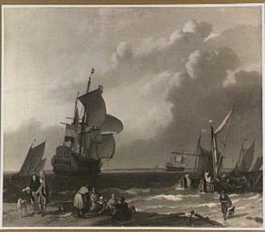 Hollands oorlogsschip en enige zeilschepen op een rustige zee; in de voorgrond een strandje met een visverkoop