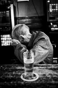 "Portret van Cor Jaring in Café-Koffiehuis ""De Vlaming"""