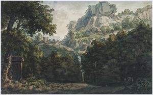 Boomrijk berglandschap met waterval en tombe