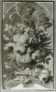 Bloemsstilleven in een terracotta vaas, versierd met putti, omgeven door vruchten en bloemen op een piëdestal