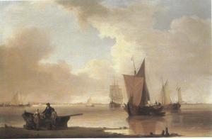 Kustgezicht met vissersboten op een rustige zee