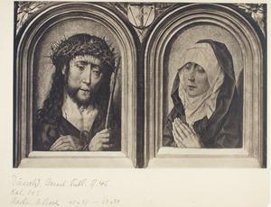 Christus als Man van Smarten (links), Maria als Mater Dolorosa (rechts). Op het wapenschild: Christus aan het kruis met de Arma Christi