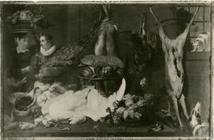 Keukenstuk met een man en een vrouw, een dode zwaan en een hond en een kat