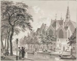 De Oude Kerk in Amsterdam gezien vanaf de Oudezijds Voorburgwal