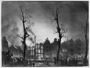 Brand op de Prinsengracht ter hoogte van de Laurierstraat in de avond van 4 februari 1829. Huizen en pakhuizen aan de overzijde van de gracht, waarbij in het midden het pakhuis 'De Sirius' en geheel rechts 'Bordeaux en Koningsbergen'