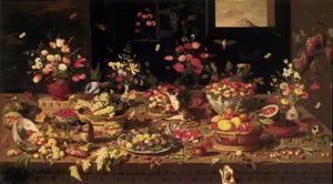 Stilleven van vruchten en bloemen op een tafel, met diverse dieren