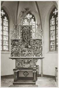 De kruisdraging, de annunciatie, het huwelijk van Maria en Jozef (binnenzijde linkerluik); de kruisiging, de aanbidding der herders, de aanbidding der wijzen, de graflegging (middendeel); de bewening, de presentatie in de tempel, de besnijdenis (binnenzijde rechterluik)