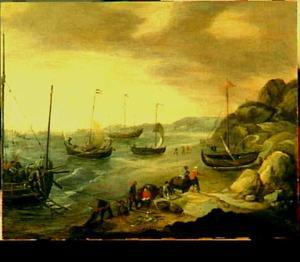 Vissers aan het strand bij een rotsachtige kust