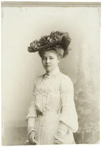Portret van gravin Marie Amelie Mechtild Agnes van Aldenburg Bentinck (1879-1975)