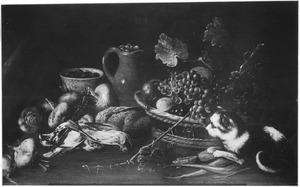 Stilleven met gevogelte, vruchten en een kat