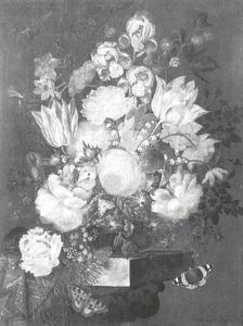 Bloemstilleven met rozen en vlinders