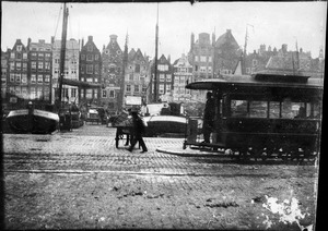 Het Damrak te Amsterdam