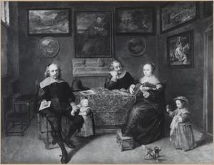 Portret van een onbekende familie in een interieur