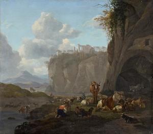 Zuidelijk berglandschap met een herder en herderin met hun dieren bij een grotingang