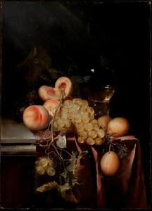 Vruchtenstilleven met een wijnglas
