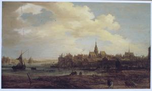 Landschap met stad aan een rivier