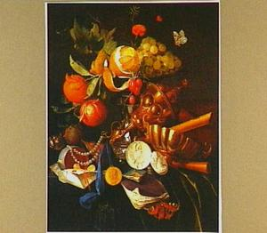 Pronkstilleven met vruchten op een schotel, staand op een zilveren zoutvat, verguld siervaatwerk, juwelen, een medaille en medaillons, boeken en verzegelde brieven op een tafel bedekt met een groen fluwelen kleed
