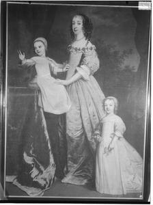 Familieportret van prinses Albertina Agnes van Oranje-Nassau (1634-1696) met haar kinderen prinses Amalia van Nassau-Dietz (1655-1695) en prins Hendrik Casimir II van Nassau-Dietz (1657-1696)