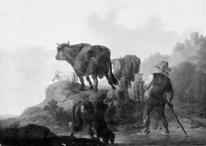 Een herder drijft runderen, geiten en schapen