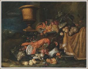 Stilleven met een kreeft, vruchten op een schotel , asperges en een tuinvaas in een landschap