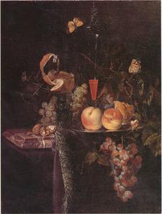 Vruchtenstilleven met een geschilde citroen in een roemer