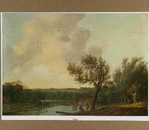 Rivierlandschap met twee reizigers in gesprek onder een boom; op de achtergrond een brug, in de verte een stad
