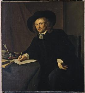 Portret van een man, zittend aan zijn werktafel
