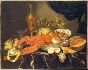 Stilleven met een kreeft, vruchten en een pronkbeker