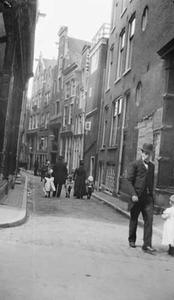 Gezicht op de Sint Jacobsstraat te Amsterdam