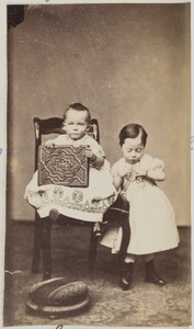 Portret van twee kinderen, waarschijnlijk Marie Catharine Wilhelmine Sprenger (1863-1833) en Rita Gustava Wilhelmina Sprenger (1865-1925)