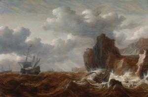 Schepen voor een rotsachtige kust in een storm