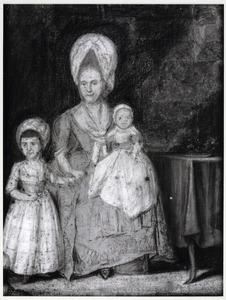 Portret van Anna Sebilla Wilhelmina Plencker (1740-1817) en haar zoon en dochter