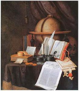 Vanitasstillleven met inktstel, globe, boek en paperassen op een gedekte tafel